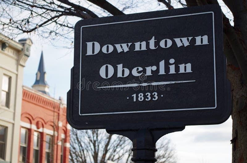 I stadens centrum Oberlin undertecknar royaltyfri bild