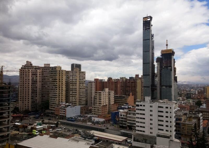 I stadens centrum område av Bogota, Colombia Modernisering av u-land royaltyfri foto