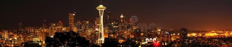 i stadens centrum panorama- seattle horisont arkivbild