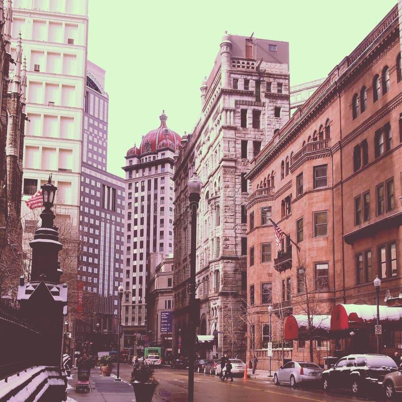 I stadens centrum Pittsburgh upptagen gata i de kalla vintermånaderna arkivfoto