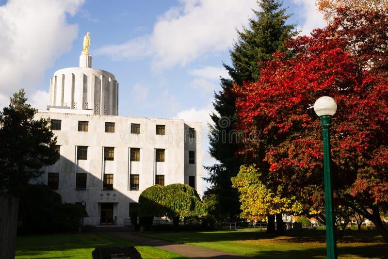 I stadens centrum Salem Oregon Government Capital Building royaltyfria foton