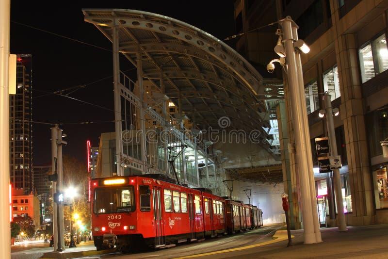 I stadens centrum San Diego Trolley Station royaltyfri foto