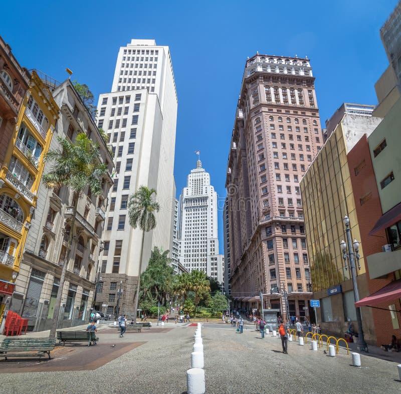 I stadens centrum Sao Paulo med gamla Banespa Altino Arantes och Martinelli byggnader - Sao Paulo, Brasilien royaltyfri fotografi