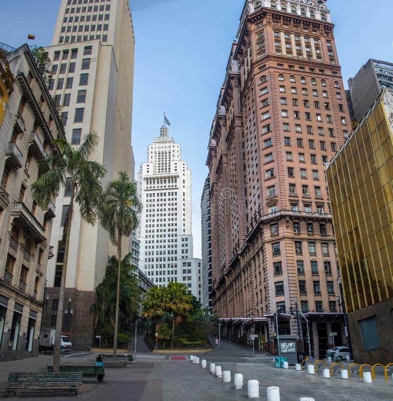 I stadens centrum Sao Paulo med gamla Banespa Altino Arantes och Martinelli byggnader - Sao Paulo, Brasilien royaltyfria bilder