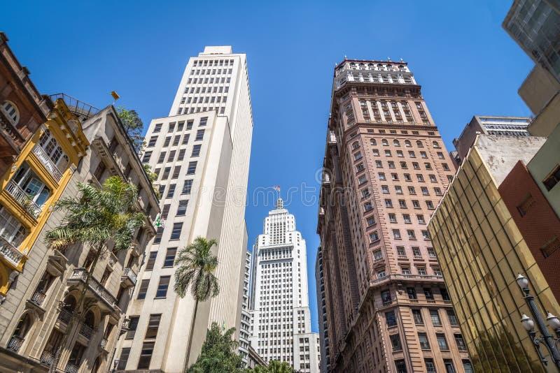 I stadens centrum Sao Paulo med gamla Banespa Altino Arantes och Martinelli byggnader - Sao Paulo, Brasilien fotografering för bildbyråer
