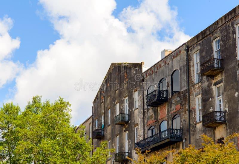 I stadens centrum SavannahGUMMIhistoriska byggnader arkivbilder