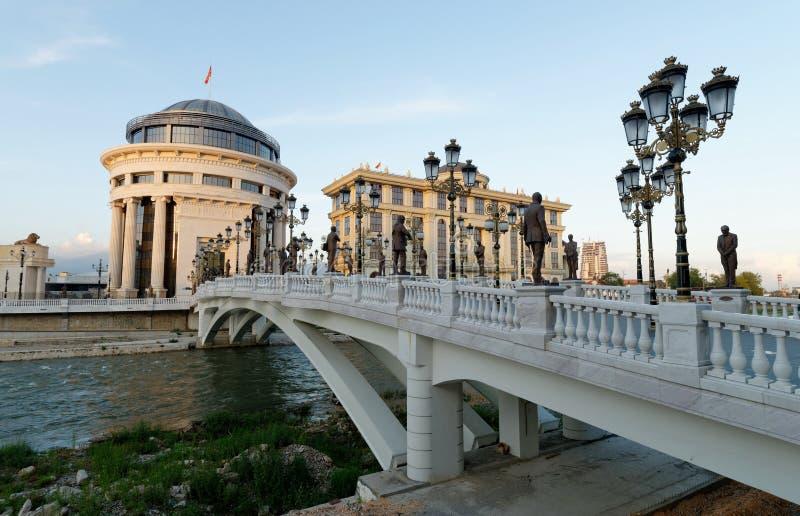 I stadens centrum Skopje, Utrikesdepartementet och den finansiella polisen arkivbilder