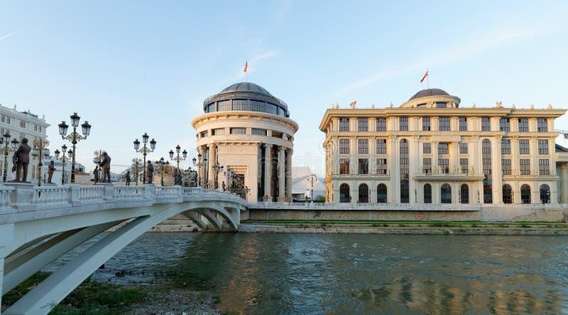 I stadens centrum Skopje, Utrikesdepartementet och den finansiella polisen royaltyfri bild