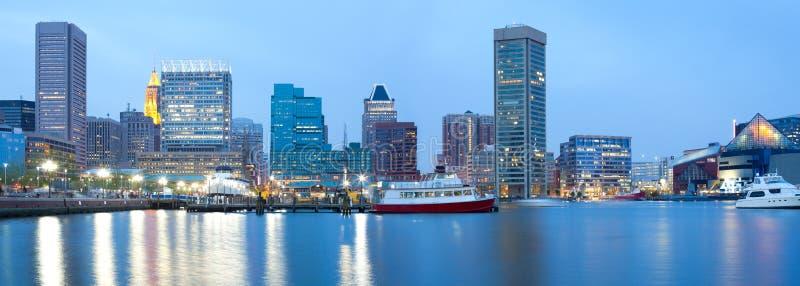 I stadens centrum stadshorisont och inre hamn i Baltimore royaltyfri fotografi