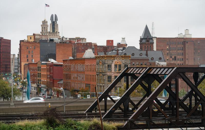 I stadens centrum stadshorisont Rochester New York för industriell sikt arkivbilder