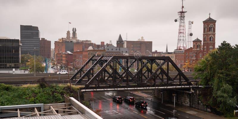 I stadens centrum stadshorisont Rochester New York för industriell sikt arkivfoton