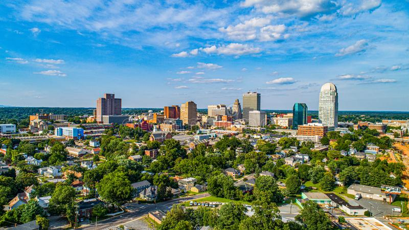 I stadens centrum Winston-Salem, North Carolina NC horisontpanorama royaltyfria foton