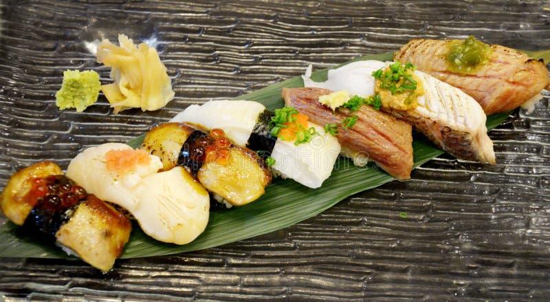 Insieme dei sushi, cucina giapponese immagini stock libere da diritti