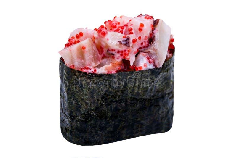 I sushi in nori coprono di foglie isolato su fondo bianco fotografie stock
