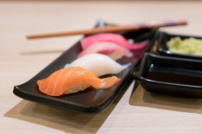Sushi Freschi Del Salmone Rosso Immagine. Immagine: 2531544