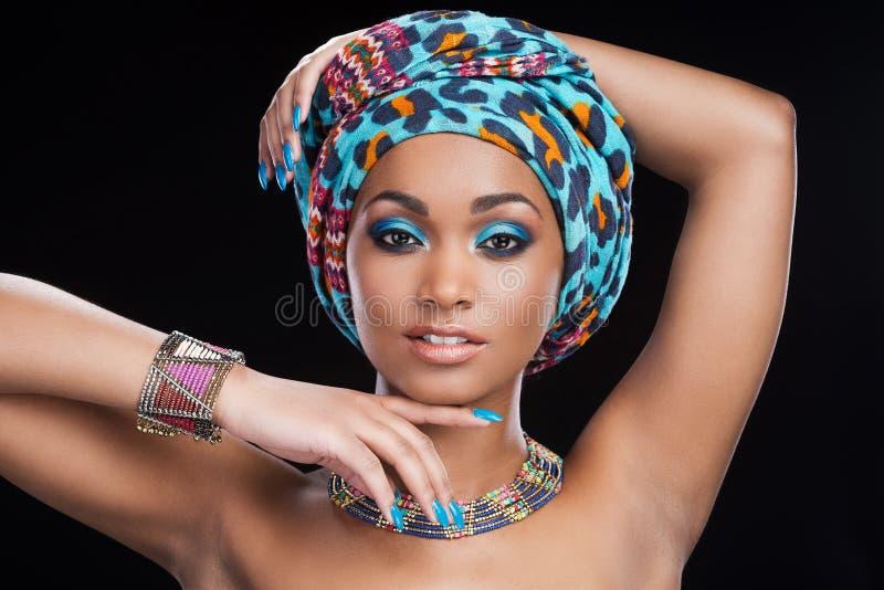 I traditionell afrikansk stil royaltyfri foto