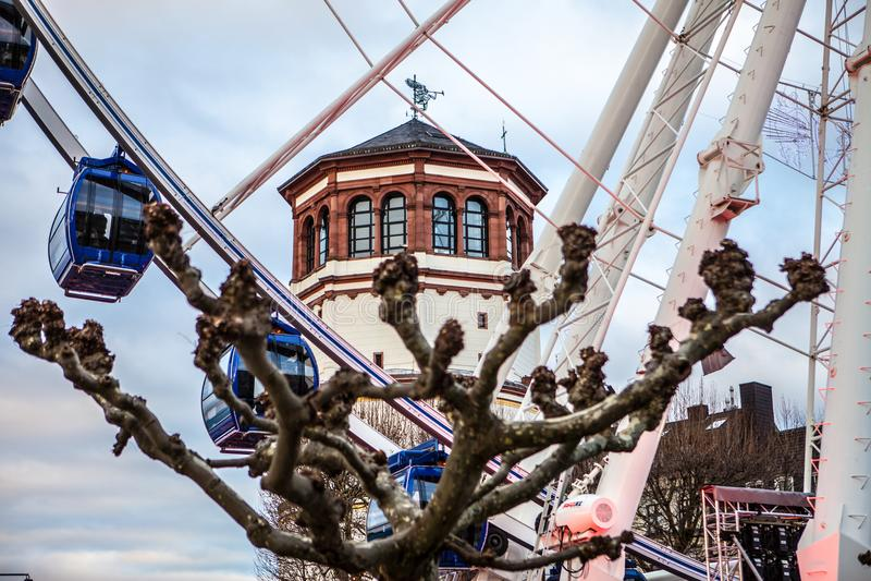 I traghetti spingono dentro Dusseldorf immagini stock libere da diritti