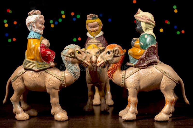 I tre magi Figurine di scena di natività Tradizioni di Natale fotografia stock