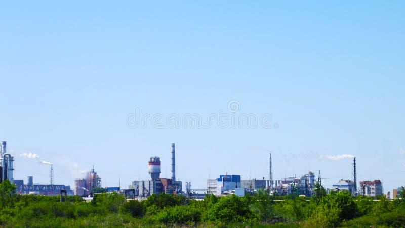 I tubi di uno stabilimento chimico fotografia stock