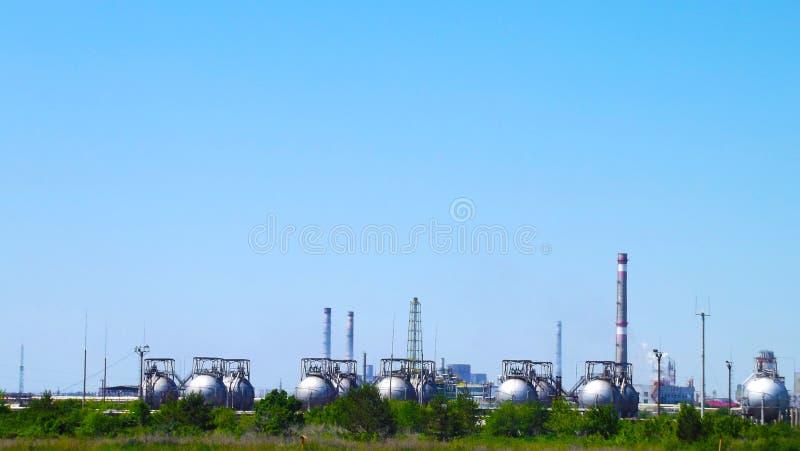 I tubi di uno stabilimento chimico immagine stock libera da diritti