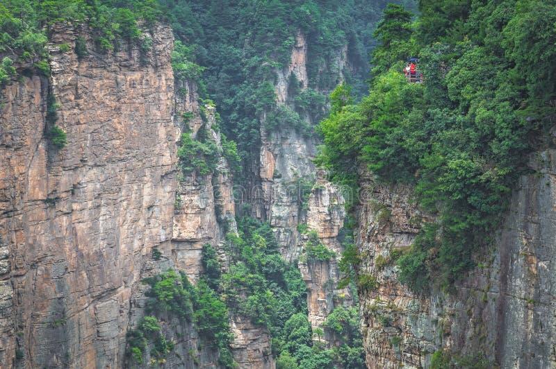 I turisti di Zhangjiajie guardano in faccia fotografia stock