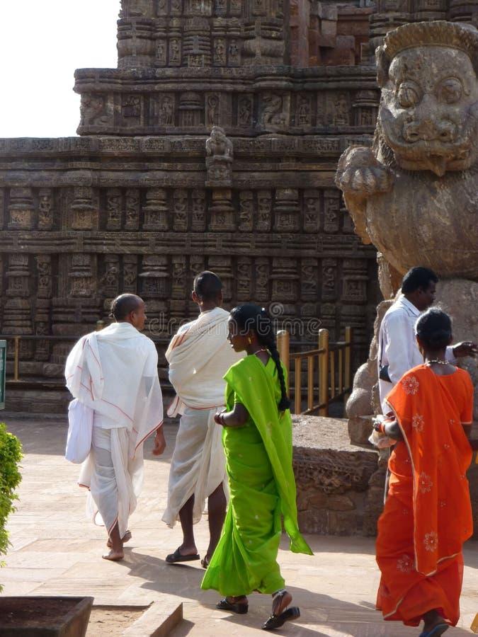 I turisti indiani esplorano Konarak immagini stock libere da diritti