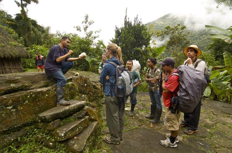 I turisti ottengono la lezione di Storia su Ciudad Perdida immagini stock