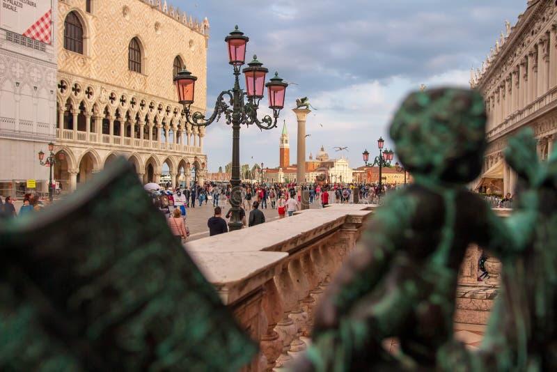 I turisti su San Marco quadrano a Venezia, Italia fotografia stock