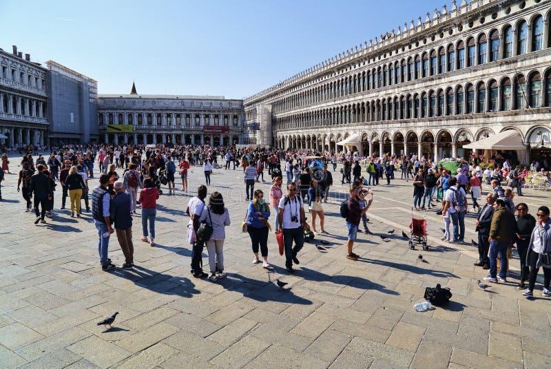 I turisti su San Marco quadrano a Venezia, Italia immagini stock libere da diritti