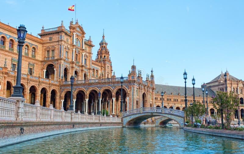 I turisti vanno canottaggio sul canale su Plaza de Espana fotografia stock libera da diritti