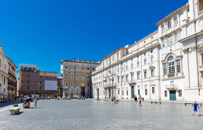 I turisti visitano la piazza Navona La piazza Navona è una del Mo immagini stock libere da diritti