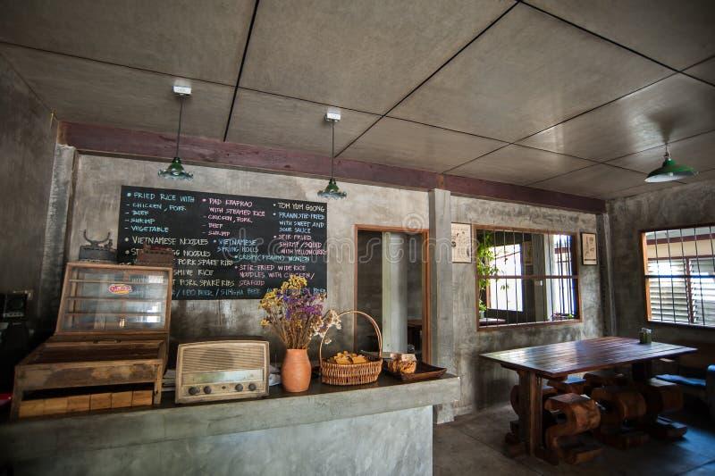 I utomhus- thailändsk restaurang arkivbild