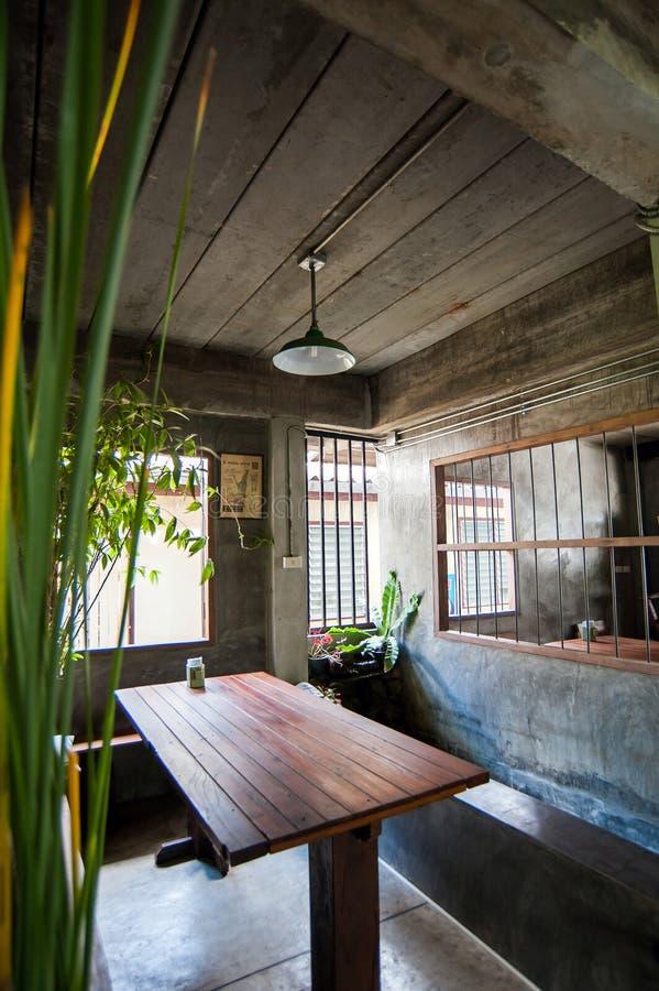 I utomhus- thailändsk restaurang royaltyfri foto