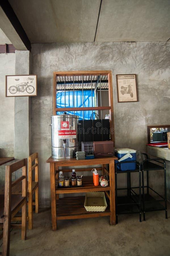I utomhus- thailändsk restaurang royaltyfria foton