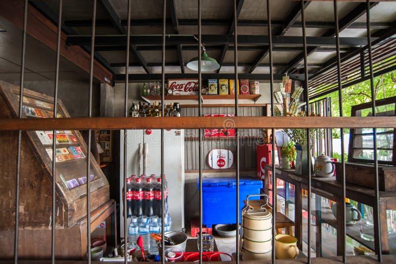 I utomhus- thailändsk restaurang royaltyfri bild