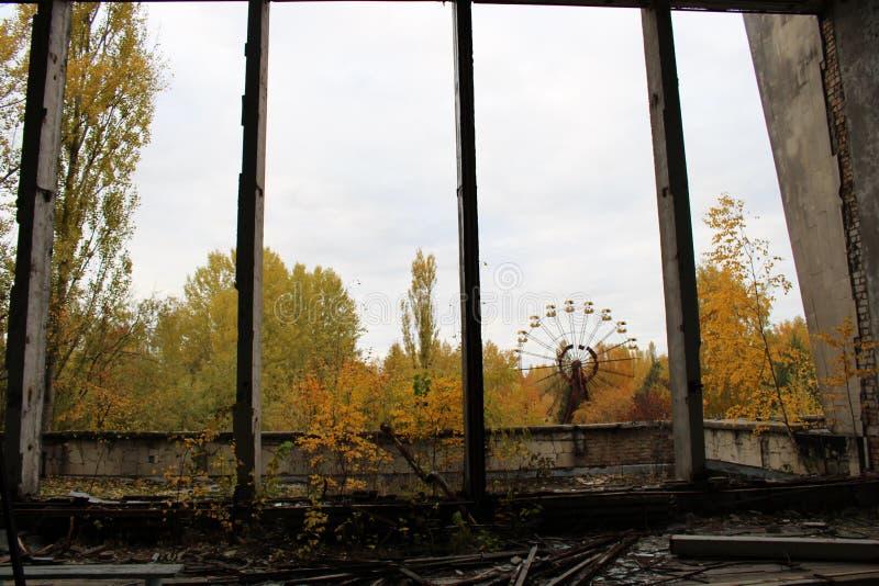 I vecchi ferris spingono dentro la citt? fantasma di Pripyat Conseguenze dell'incidente nella centrale atomica di Chernobil fotografia stock libera da diritti