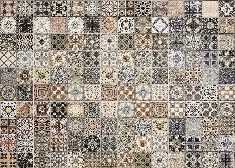 I vecchi modelli delle piastrelle di ceramica della parete handcraft immagine stock libera da diritti