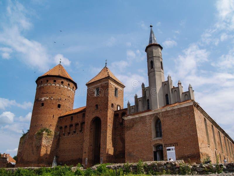I vecchi riuns del castello teutonico di Reszel in Warmia, Polonia fotografie stock