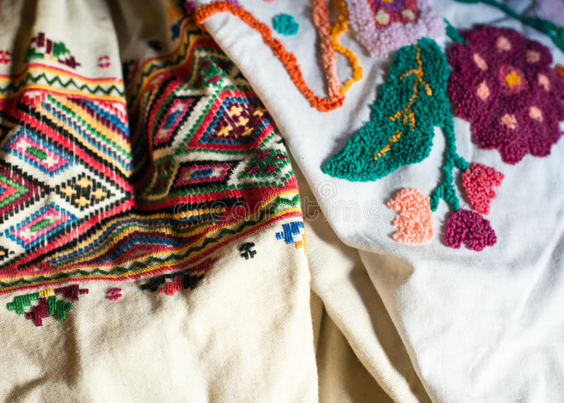 I vestiti delle donne con ricamo ucraino tradizionale fotografia stock