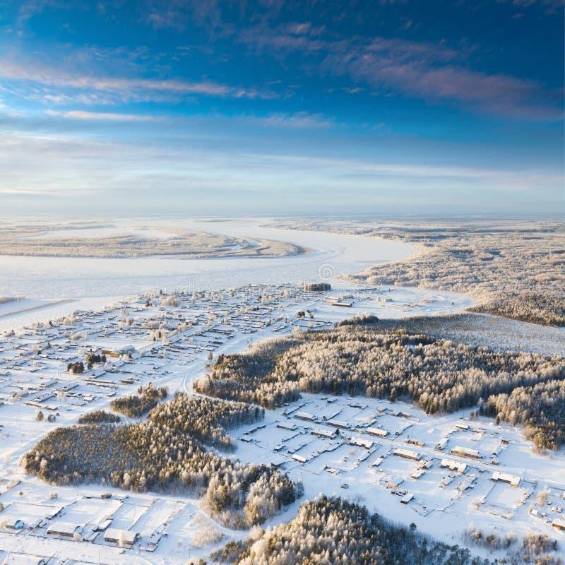 By i vintern, bästa sikt arkivfoto