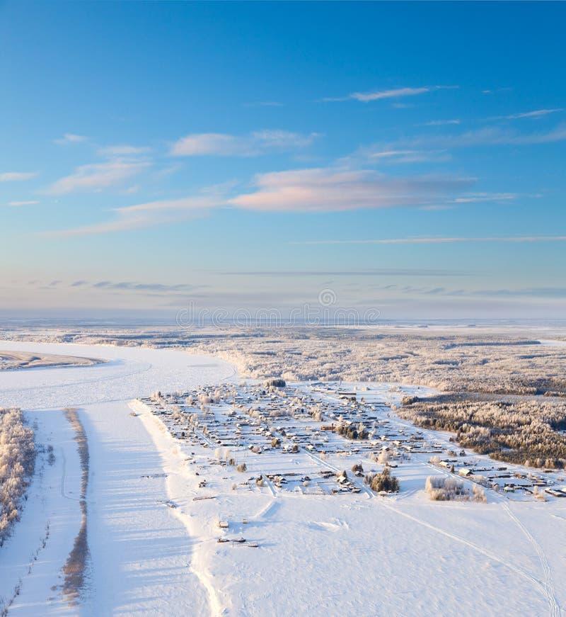 By i vintern, bästa sikt arkivbild