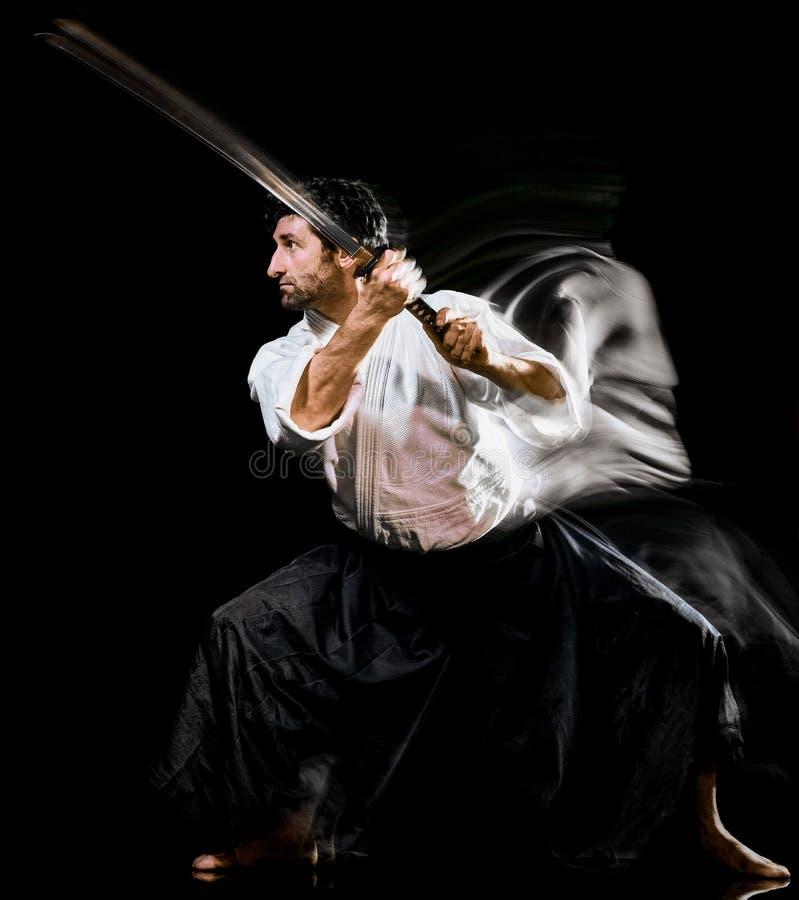 Iaido Kenjutsu budoka m??czyzny odosobniony czarny t?o zdjęcie royalty free