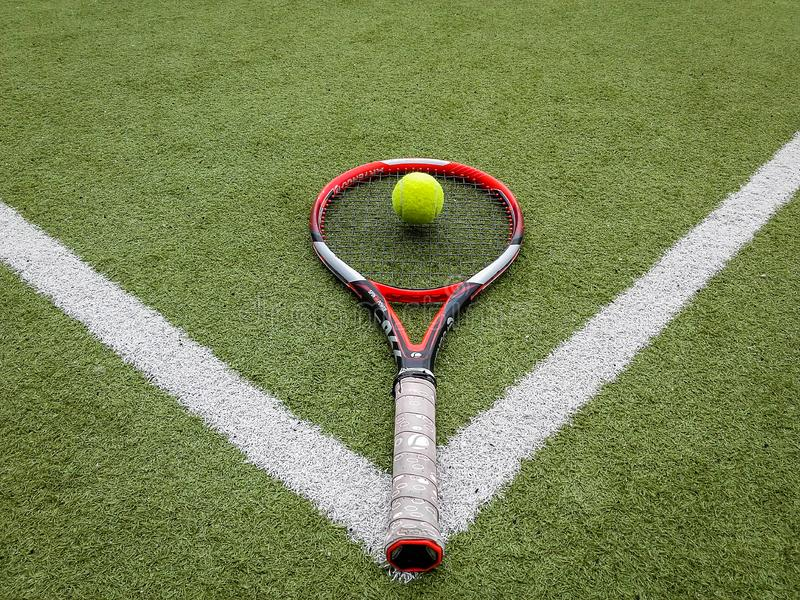 Iasi、罗马尼亚- 2019年7月28日-球和网球机架集合 免版税库存图片