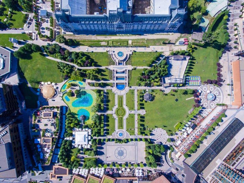 Iasi, κέντρο της πόλης της Ρουμανίας και δημόσιος κήπος όπως βλέπει άνωθεν στοκ φωτογραφία με δικαίωμα ελεύθερης χρήσης