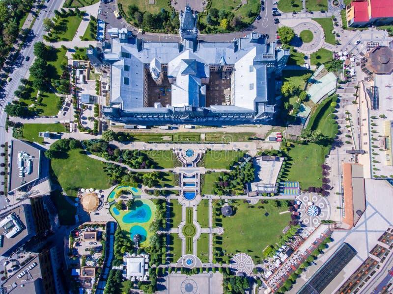 Iasi, κέντρο της πόλης της Ρουμανίας και pubkic κήπος όπως βλέπει άνωθεν στοκ φωτογραφία με δικαίωμα ελεύθερης χρήσης
