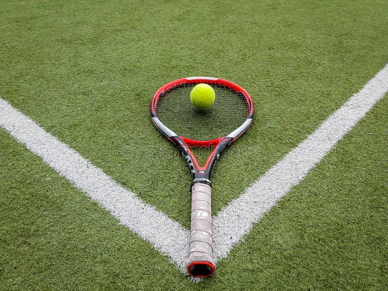 Iasi, Roumanie - 28 juillet 2019 - boule et ensemble de support de tennis images libres de droits
