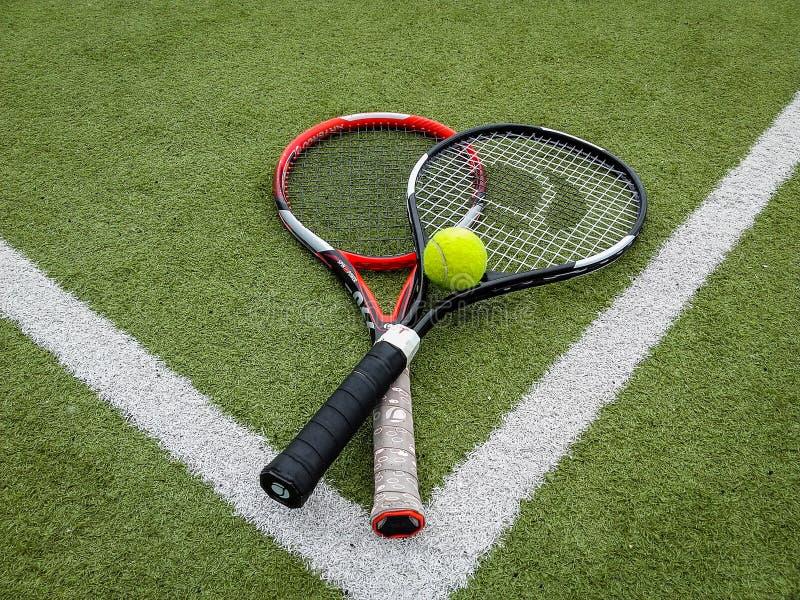 Iasi Rumänien - Juli 28-2019 - tennisutrustning som är klar för bruk royaltyfria bilder
