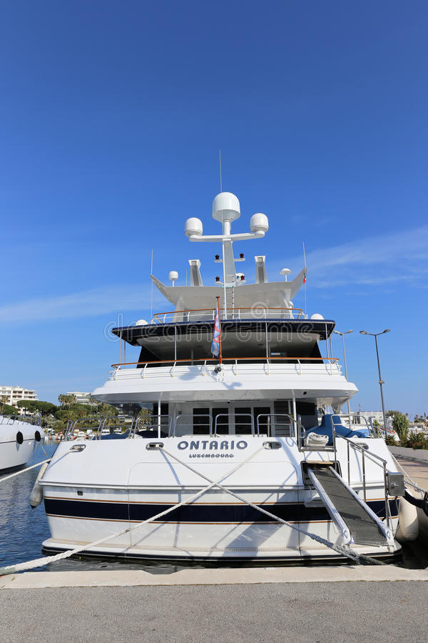 Iate ancorado no porto Pierre Canto em Cannes fotografia de stock
