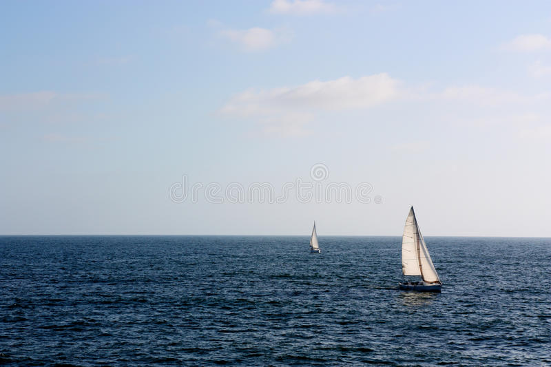 Iate aventurosos do oceano fotografia de stock royalty free