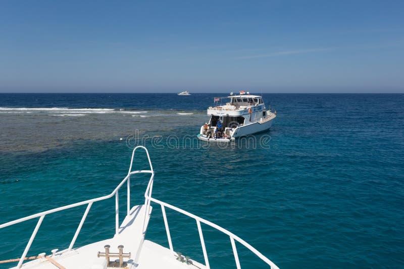 Iate de prazer no Mar Vermelho imagens de stock royalty free